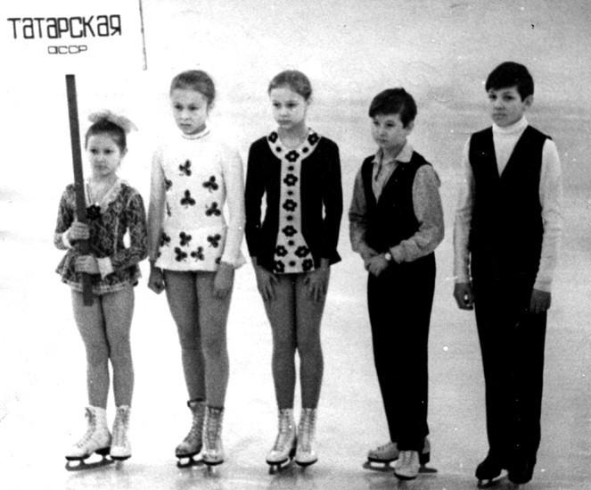 Эльмира Мазитова вторая слева