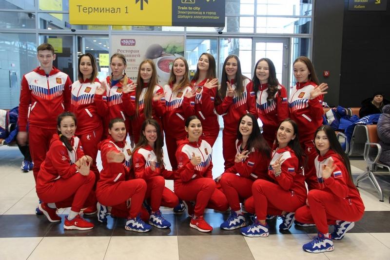 Команда по синхронному катанию на коньках «Татарстан» в казанском аэропорту